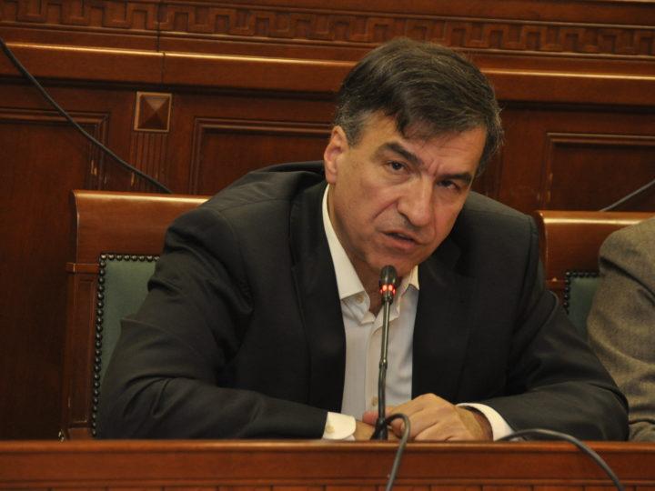 Άγης Παπακωνσταντίνου                 Πρόεδρος της ΜΑΞΙΑΔΗΖ Εάν δεν καταψήφιζε η αντιπολίτευση την «αφή των κανδηλίων» τα έσοδα σε βάθος 3τίας θα ήταν πάνω από 1.200.000 ευρώ